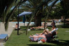 Vritomartis sunbathers