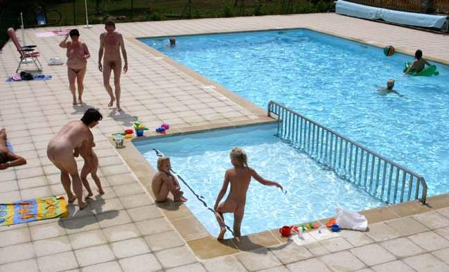 bare-nudist-family-pool