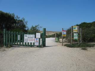Arnaoutchot entrance to beach