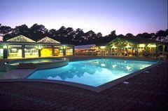 Arnaoutchot pool at night