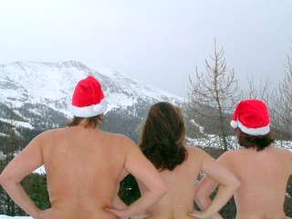 naturist skiing at Christmas